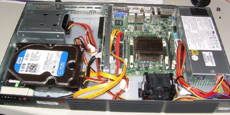 Supermicro server with magnetic disk, SSD disk and memory installed.